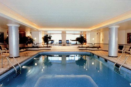Hilton paris cdg airport charles de gaulle airport - Hilton swimming pool ...